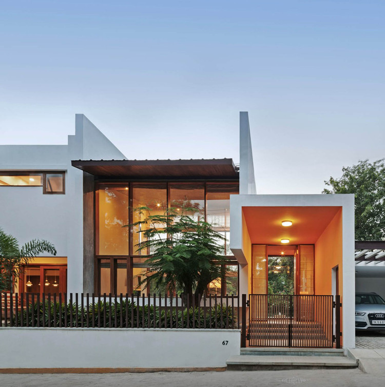 Choosing The Right Modern House Plans For Designing Your: L- Plan House / Khosla Associates