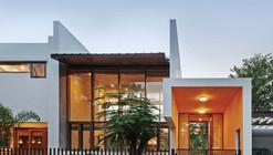 L- Plan House / Khosla Associates