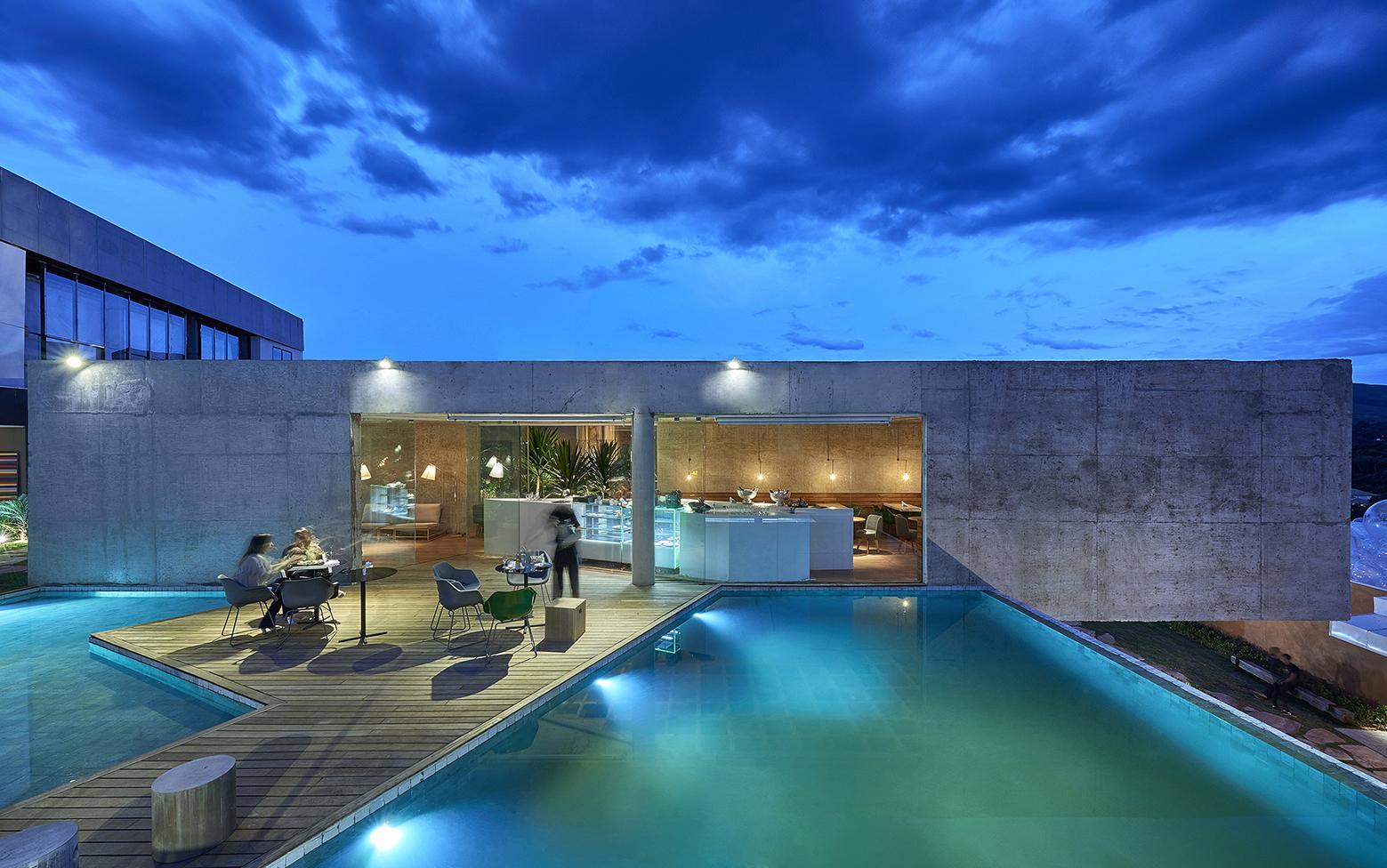 Galer a de bar piscina galer a bcmf arquitetos mach for Apartamentos con piscina en alcoceber