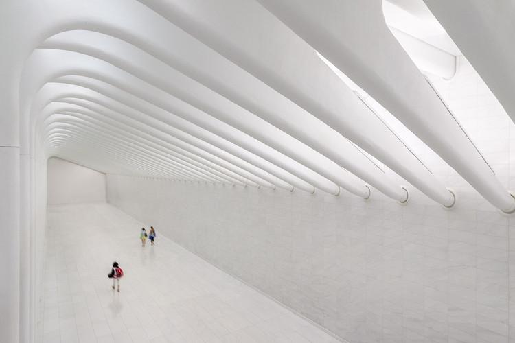 Visita el interior del Centro de Transportes de Santiago Calatrava en Nueva York, © Michael Muraz