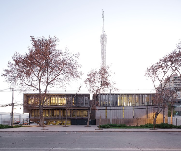 Edifício ONEMI / Teodoro Fernández Arquitectos, © Nico Saieh