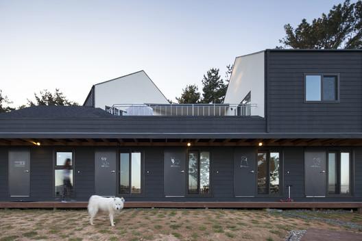 Casa de huéspedes Mungzip + Residencia Privada Padori / designband YOAP architects