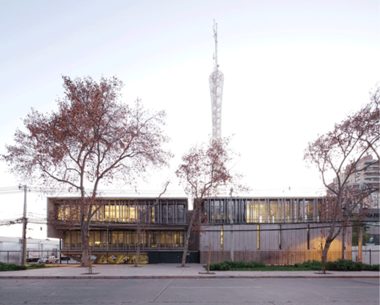 Edificio ONEMI / Teodoro Fernández Arquitectos, Onemi Gif. Image © Nico Saieh