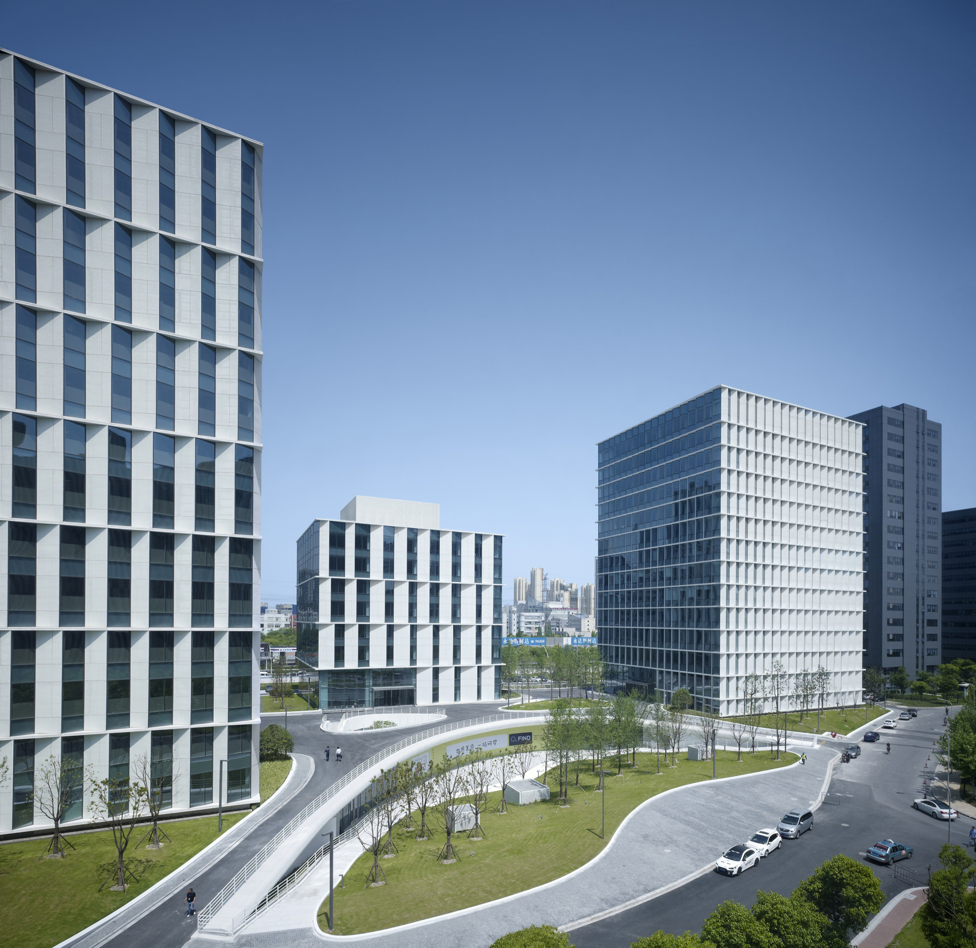 3cubes office building gmp architekten archdaily for E business architecture