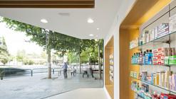 Farmacia El Puente  / ariasrecalde taller de arquitectura