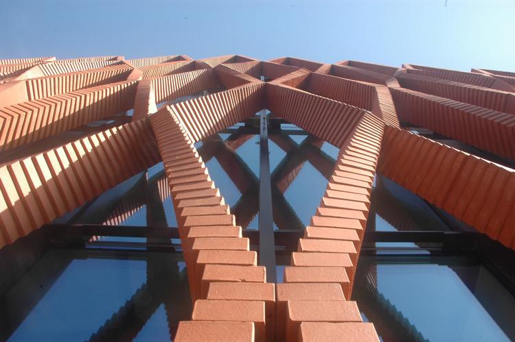 El brazo robótico de Gramazio Kohler crea una elegante fachada de ladrillo, Cortesía de Gramazio Kohler Architects