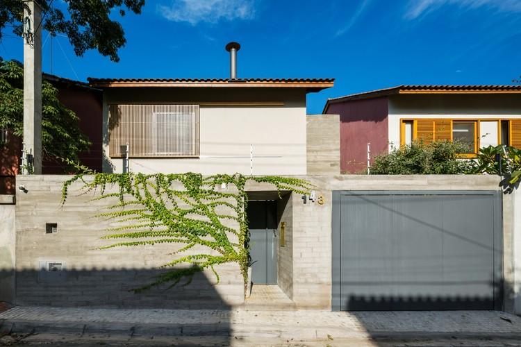 Sagarana House / Rocco Arquitetos, © Ana Mello