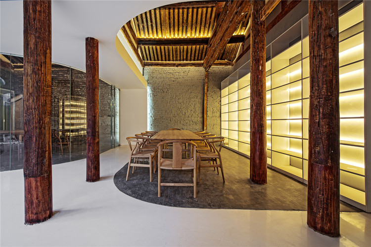 Tea House in Hutong / ARCHSTUDIO | ArchDaily on glass house cafe, muffin house cafe, coffee house cafe,