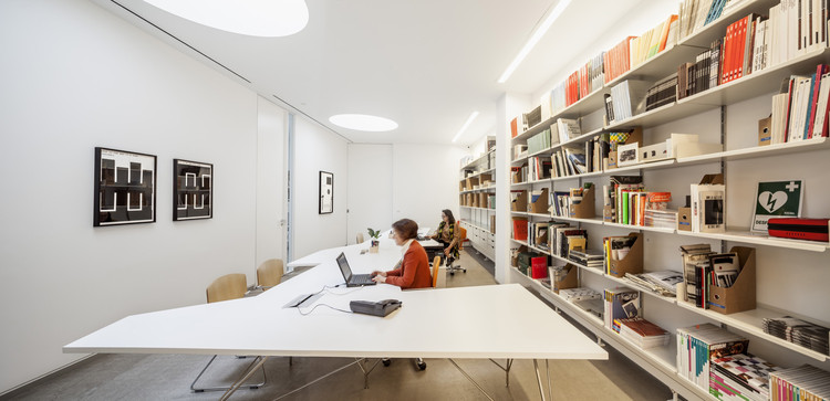 Galer a de arte contempor neo carreras m gica estudio herreros plataforma arquitectura - Estudios arquitectura bilbao ...