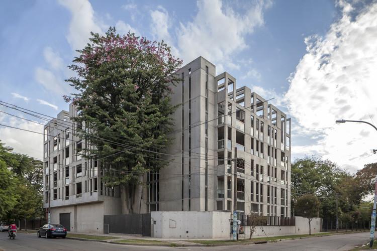 Jacinto Chiclana Building / Estudio CaMet, © Federico Kulekdjian