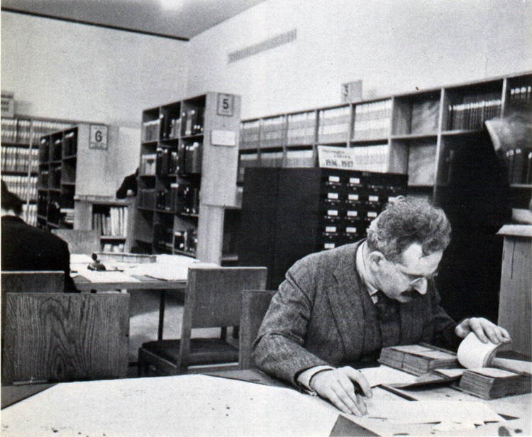 The Long(ish) Read: Walter Benjamin Unpacking his Library, Walter Benjamin in Paris. Image © Gisèle Freund