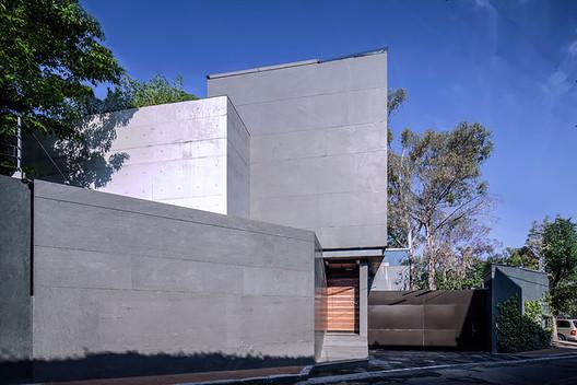 Casa Basáltica  / grupoarquitectura