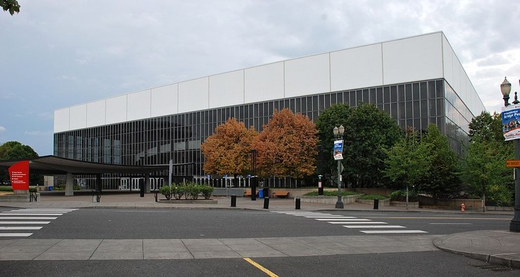 What Will the Future Hold for SOM's Modernist Arena in Portland?, © Wikimedia CC user Steve Morgan