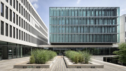 """Centro Universitario """"des Quais"""" / Auer Weber"""