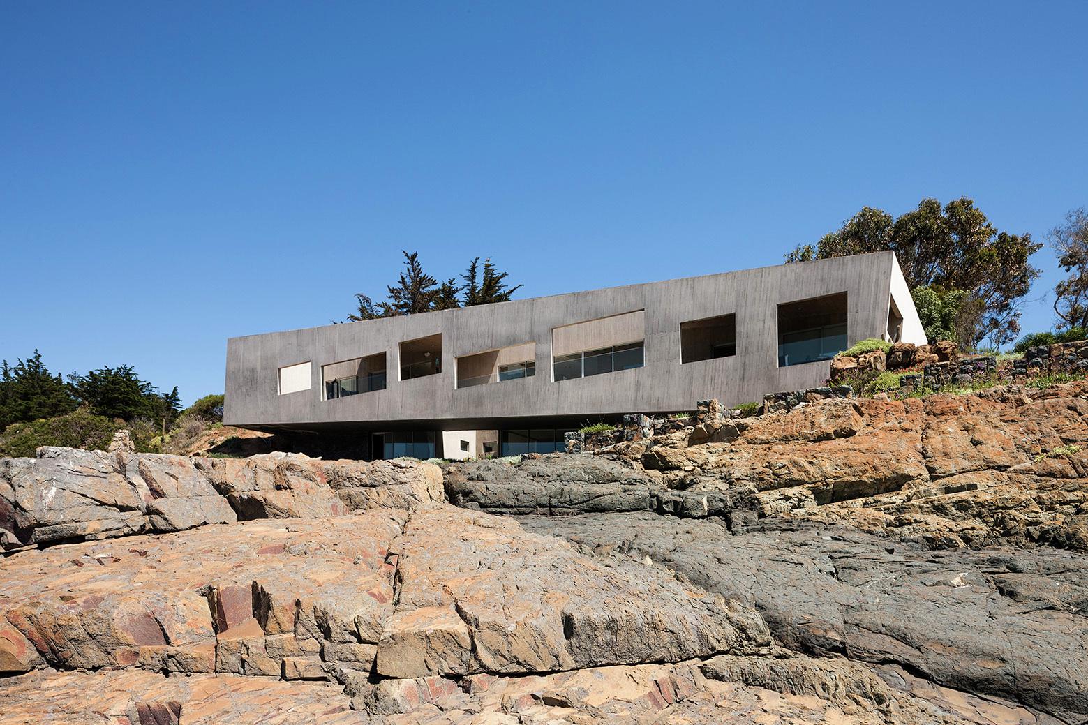 Casa Bahia Azul / Felipe Assadi + Francisca Pulido