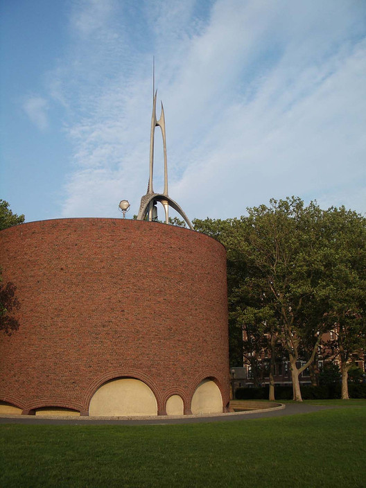 MIT Chapel. Image © <a href='https://www.flickr.com/photos/janela_da_alma/222841971'>Flickr user janela_da_alma</a> licensed under <a href='https://creativecommons.org/licenses/by/2.0/'>CC BY 2.0</a>