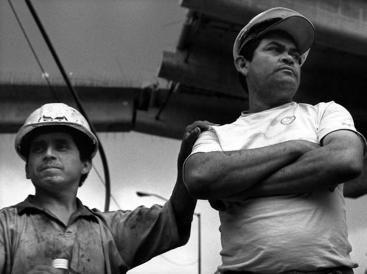Lo que diseñamos será construido por alguien más: el peligro que enfrentan los obreros, en el documental 'En el hoyo', Vía lamedialunaproducciones.com. Image © Ana Lorena Ochoa