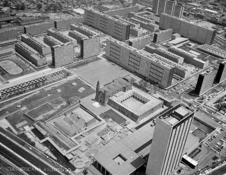 Tlatelolco recién inaugurado, 1964. Image vía Archivo Histórico de Fundación IC