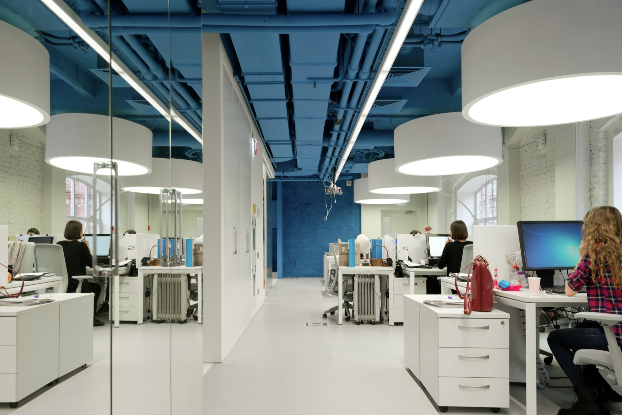 Gallery of optimedia media agency office nefa architects 3 for Modern engineering office design