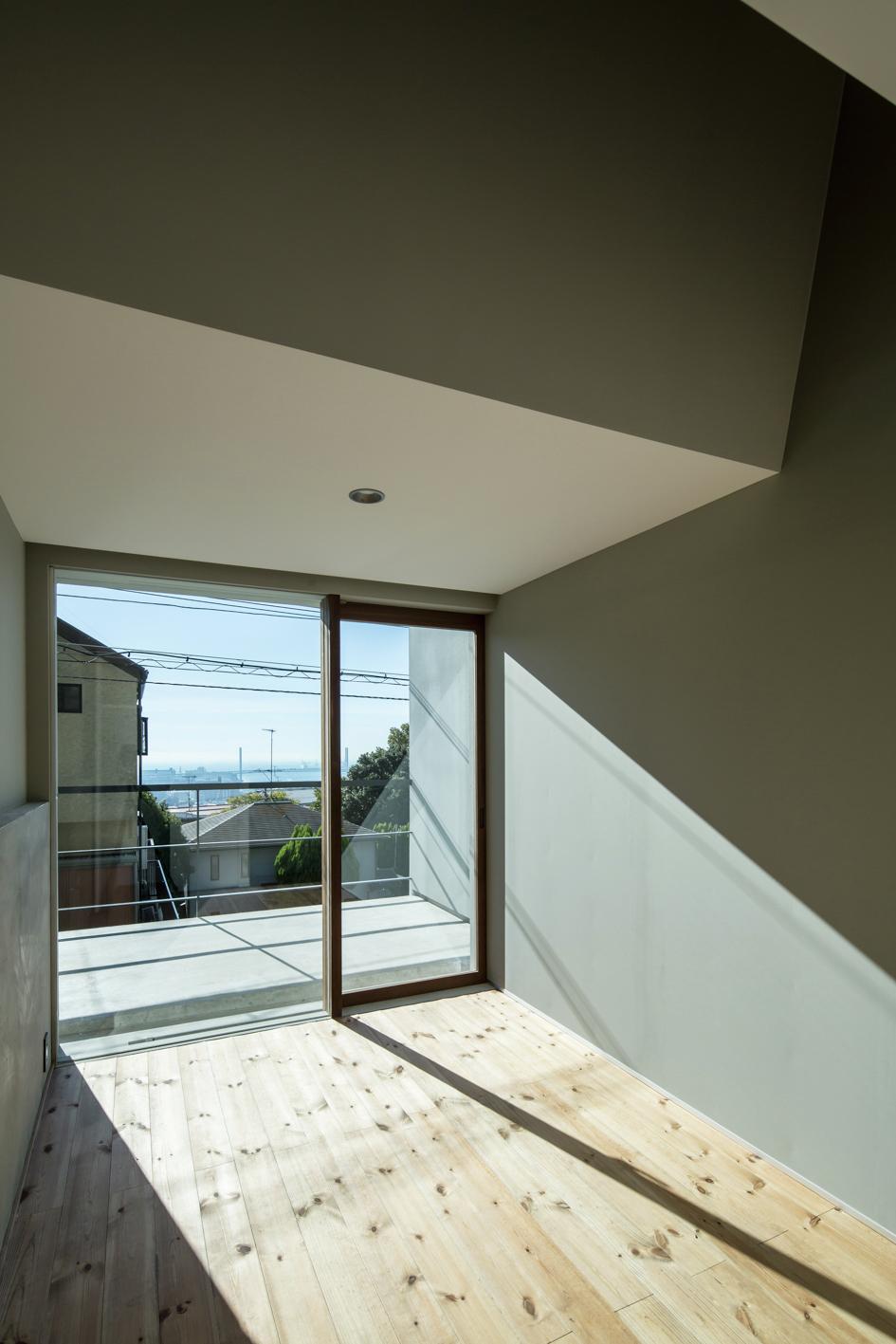Galeria de casa deslizante y m design office 15 for Design office 4100