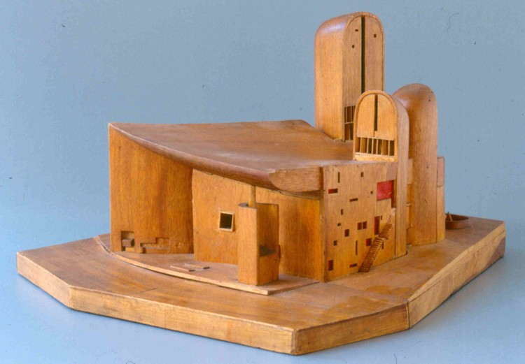 Exhibition: What Moves Us? Le Corbusier & Asger Jorn in Art and Architecture, Le Corbusier, model of Chapelle Notre-Dame du Haut in Ronchamp, 1950 © Fondation Le Corbusier, Paris