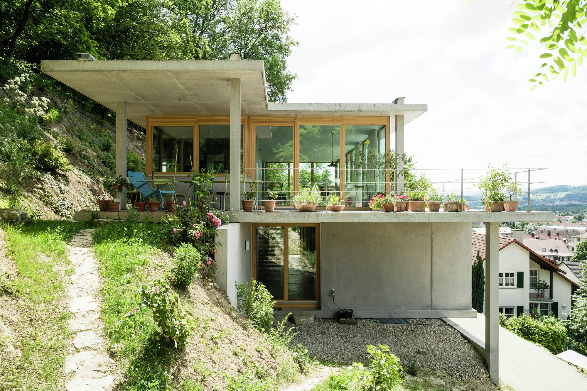 House on a slope gian salis architect archdaily for House plans on hill slopes