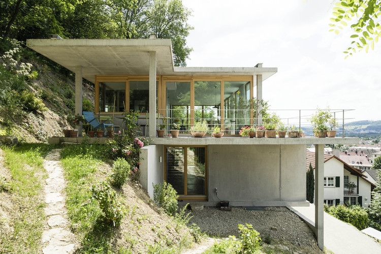 House On A Slope / Gian Salis Architect, Courtesy Of Gian Salis Architect