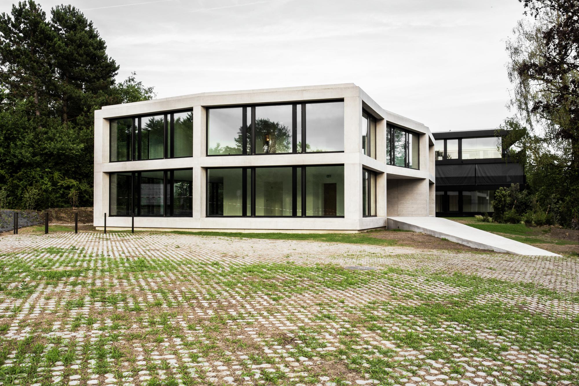 заранее проекты зданий офисов фото климат голландии дает