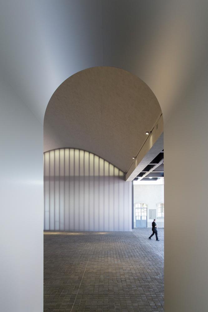 e6fddcfbd Galeria: Fondazione Prada do OMA fotografada por Laurian Ghinitoiu,Fondazione  Prada / OMA.