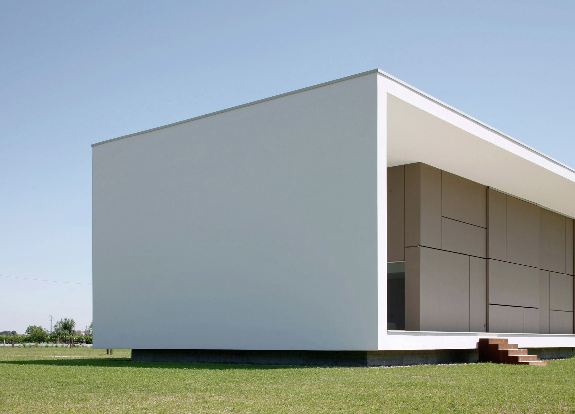 Gallery of house on the stream morella andrea oliva 8 for Minimalist house construction