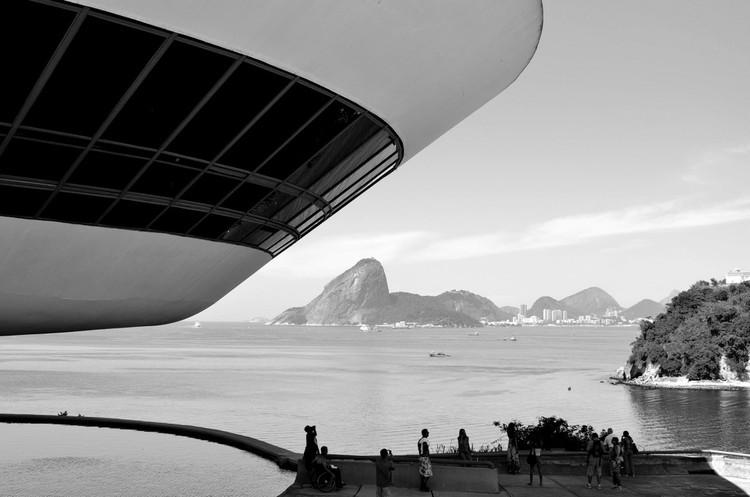 IAB-RJ lança Premiação Anual com novo prêmio de Fotografia de Arquitetura, Museu de Arte Contemporânea de Niterói, por Oscar Niemeyer. Image © Rodrigo Soldon, via Flickr. CC