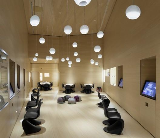 Medium Hotel Interior: Zero Space & VIP Lounge / ACXT