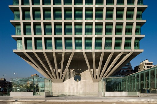 Edificio Cruz del Sur / Izquierdo Lehmann
