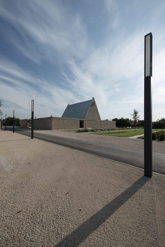 Bayer Strobel galería de capilla funeraria ingelheim bayer strobel architekten 6