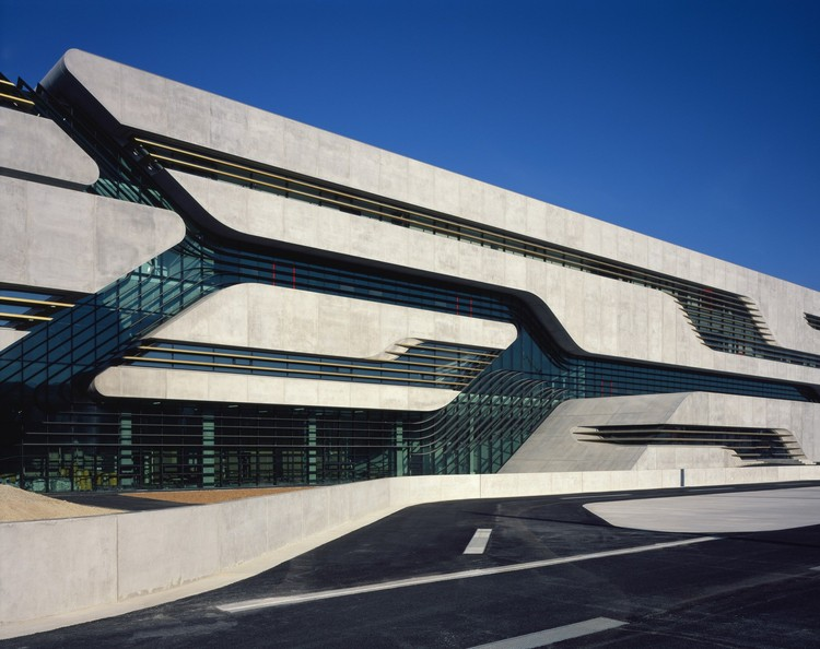 Pierres vives zaha hadid architects plataforma for Arquitectura zaha hadid