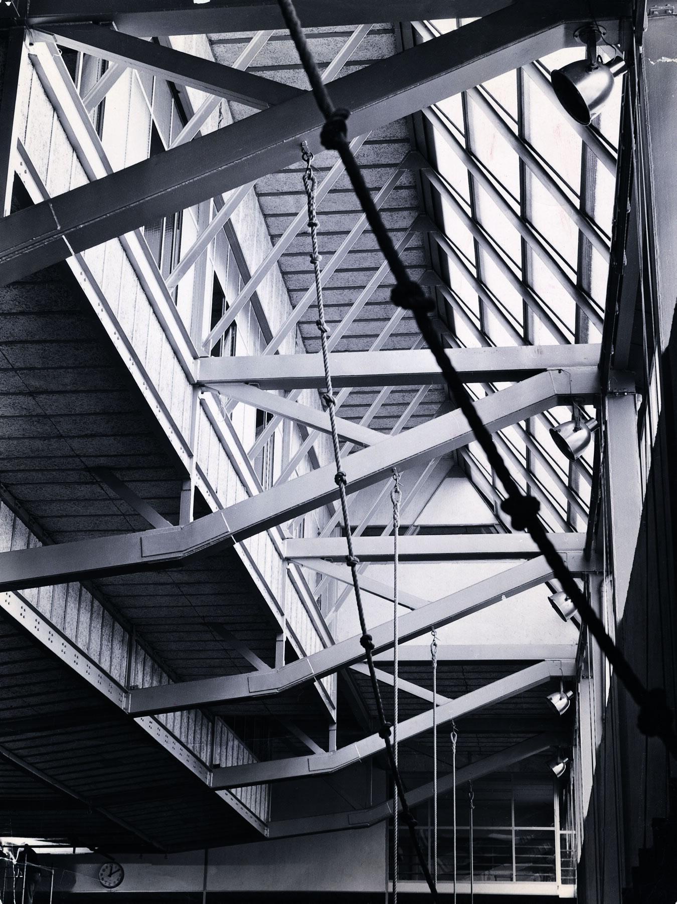 Galer a de cl sicos de arquitectura gimnasio maravillas for Gimnasio 8 de octubre