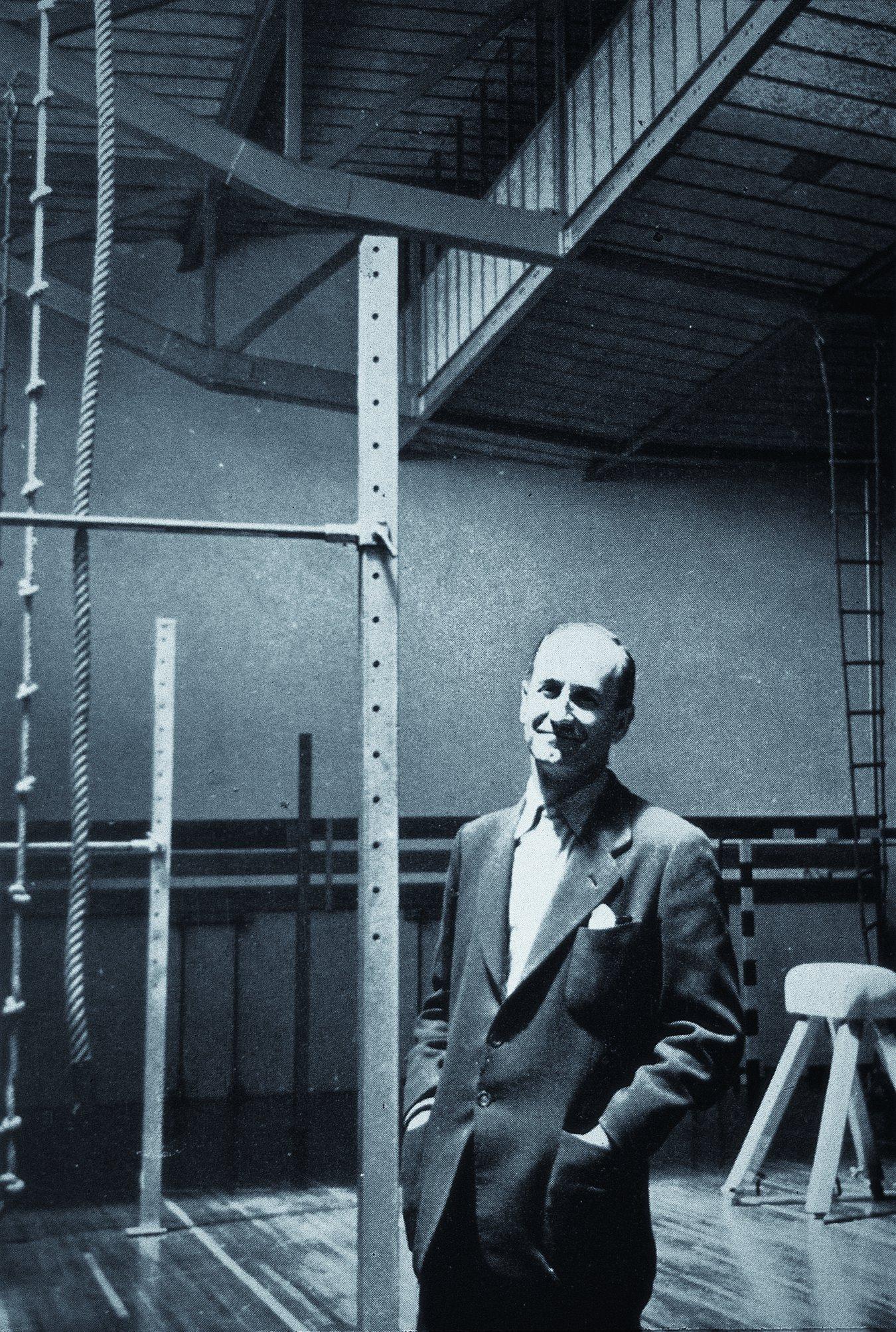 Galer a de cl sicos de arquitectura gimnasio maravillas for Gimnasio 19