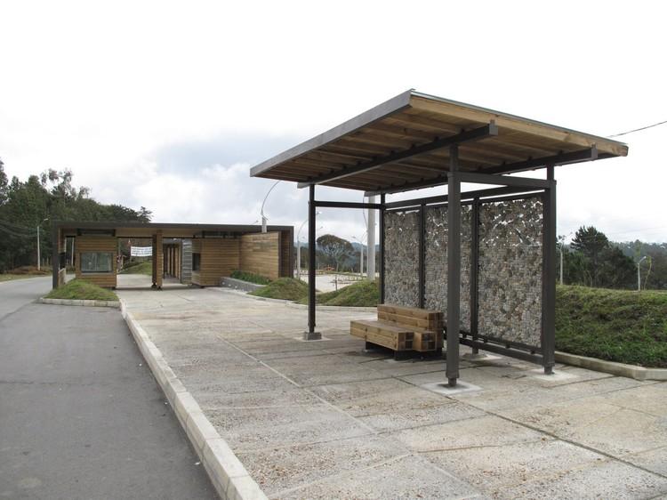 Mobiliario urbano para el parque arvi escala urbana for Tipos de mobiliario urbano pdf