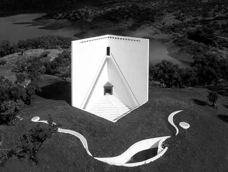 Clásicos de Arquitectura: Casa de Retiro Espiritual / Emilio Ambasz, © Michele Alassio