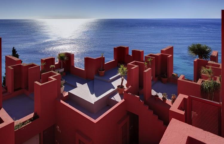 Clásicos de Arquitectura: La Muralla Roja / Ricardo Bofill, Usuario de Flickr: rbta2009. Used under <a href='https://creativecommons.org/licenses/by-sa/2.0/'>Creative Commons</a>