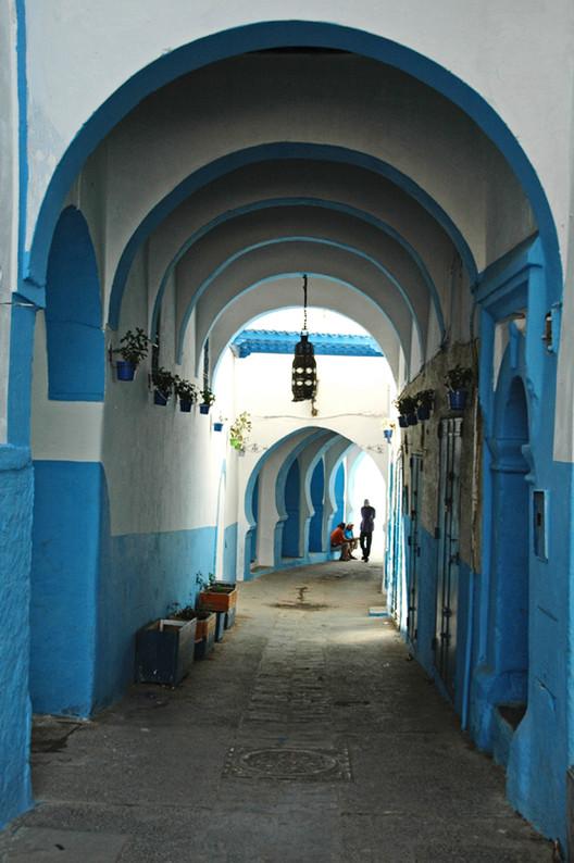 Arquitectura Popular: la verdadera arquitectura sustentable, Calle de Larache, Marruecos © Ana Asensio