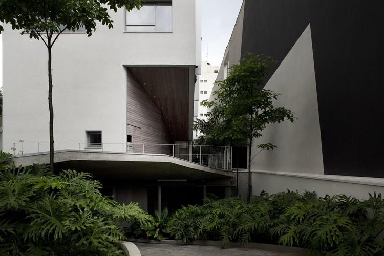 Edificio Residencial en Aimberê / Andrade Morettin Arquitectos, © Leonardo Finotti