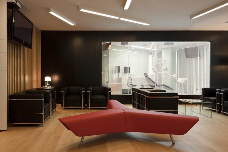 Tendencias en iluminaci n l neas continuas de luz for Iluminacion oficinas modernas