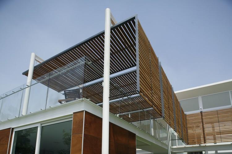 Casa quince echauri morales arquitectos plataforma for Parasoles arquitectura