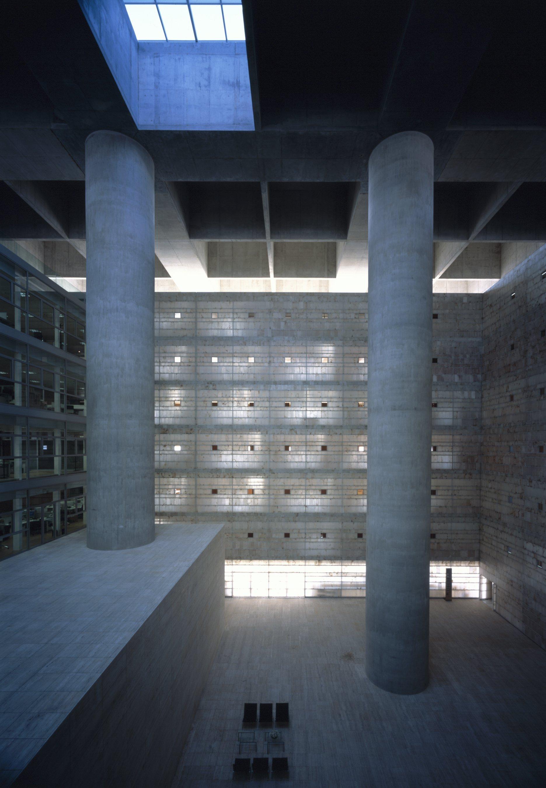 Galer a de cl sicos de arquitectura caja granada for Caja rural granada oficinas