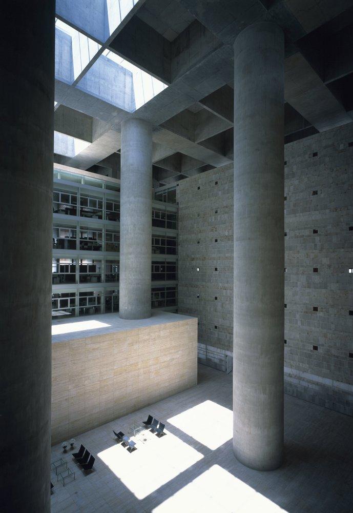Caja Granada Campo Baeza galería de clásicos de arquitectura: caja granada. impluvium de luz