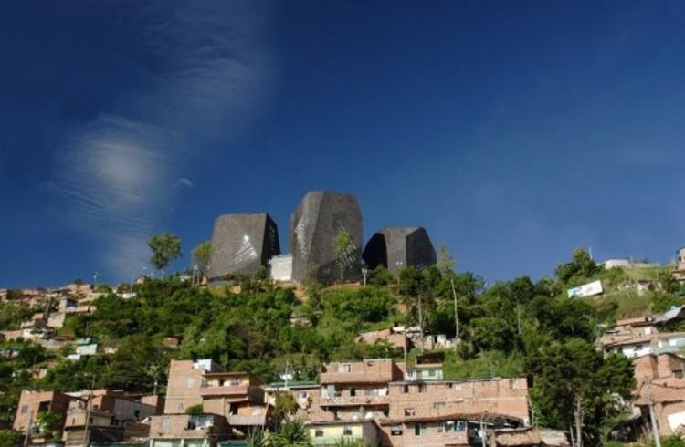 Plataforma especial arquitectura de colombia archdaily for Plataforma de arquitectura