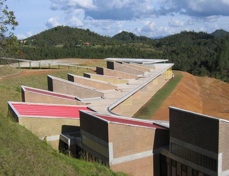 Colegio hontanares plan b arquitectura archdaily per for Plantas de colegios arquitectura