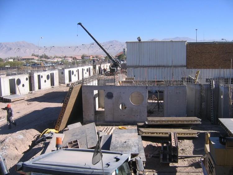 En Construcción: Condominio Altos del Loa / Valle Cornejo Arquitectos