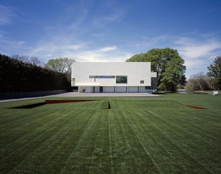 Richard meier x massimo vignelli on the edge of modernism for Casa moderna gardone